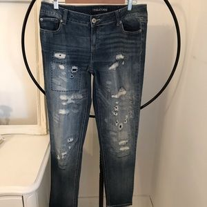 MAURICES 👖 Jeans Heavily Distressed 🌻